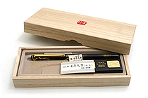 Kuretake No. 50 Fountain Hair Brush Pen - Sable Hair - Black Body + Gold Accents + Refill - KURETAKE DW141-50