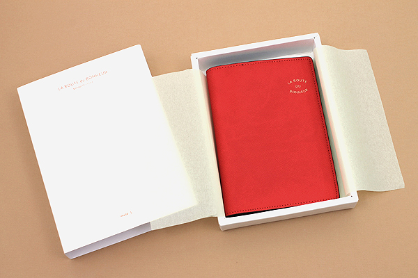Invite.L La Route Du Bonheur Passport Cover - Red - IL PC-RED