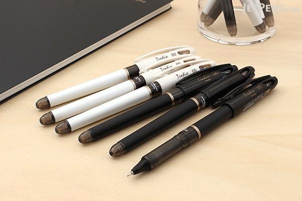 Pentel EnerGel Tradio Needle-Point Gel Pen - 0.5 mm - White Body - Red Ink - PENTEL BLN115JW-B