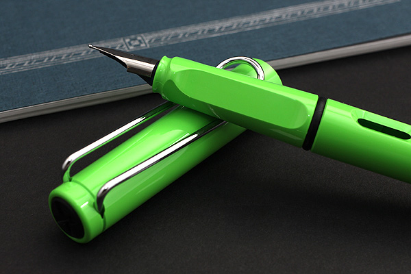 Lamy Safari Fountain Pen - Medium Nib - Lime Green Body & Chrome Clip - Limited Edition - LAMY L13GNM