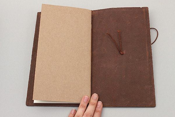 Traveler's Notebook Starter Kit - Regular Size - Brown Leather - TRAVELER'S 13715006